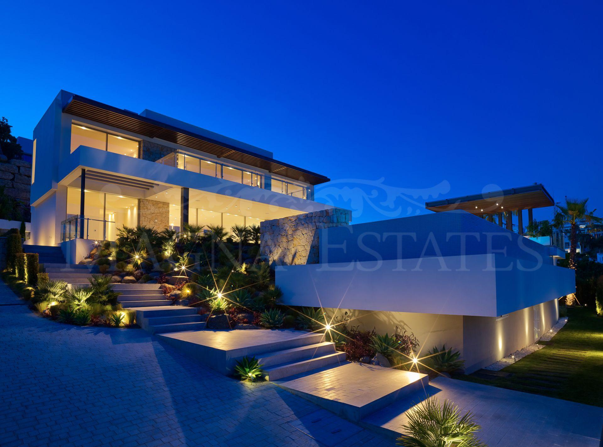 Preciosa villa al borde del campo de golf en La Alquería, Benahavís.