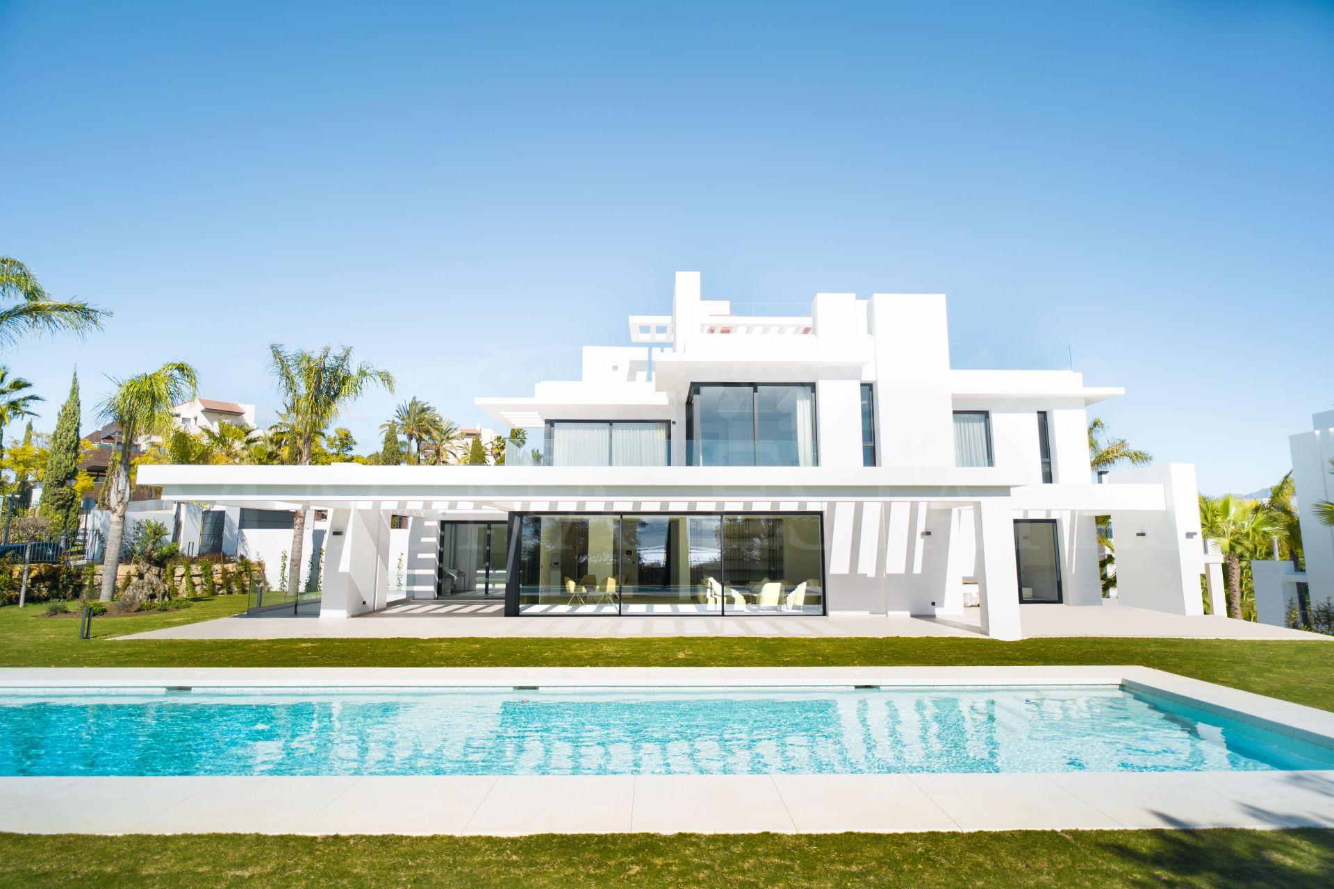 Villa de lujo diseño contemporáneo en Los Flamingos Resort, estepona
