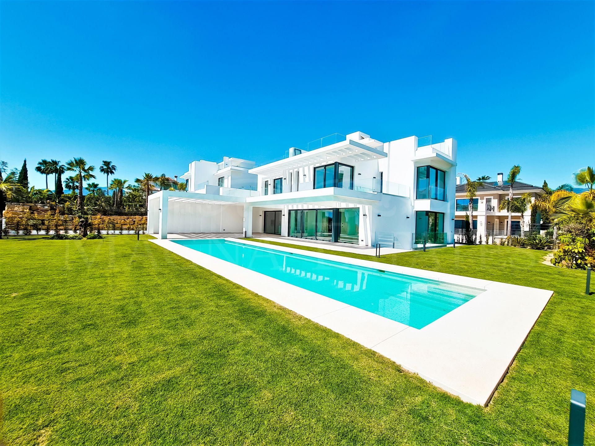 Espléndida villa familiar de nueva construcción en Los Flamingos, Estepona