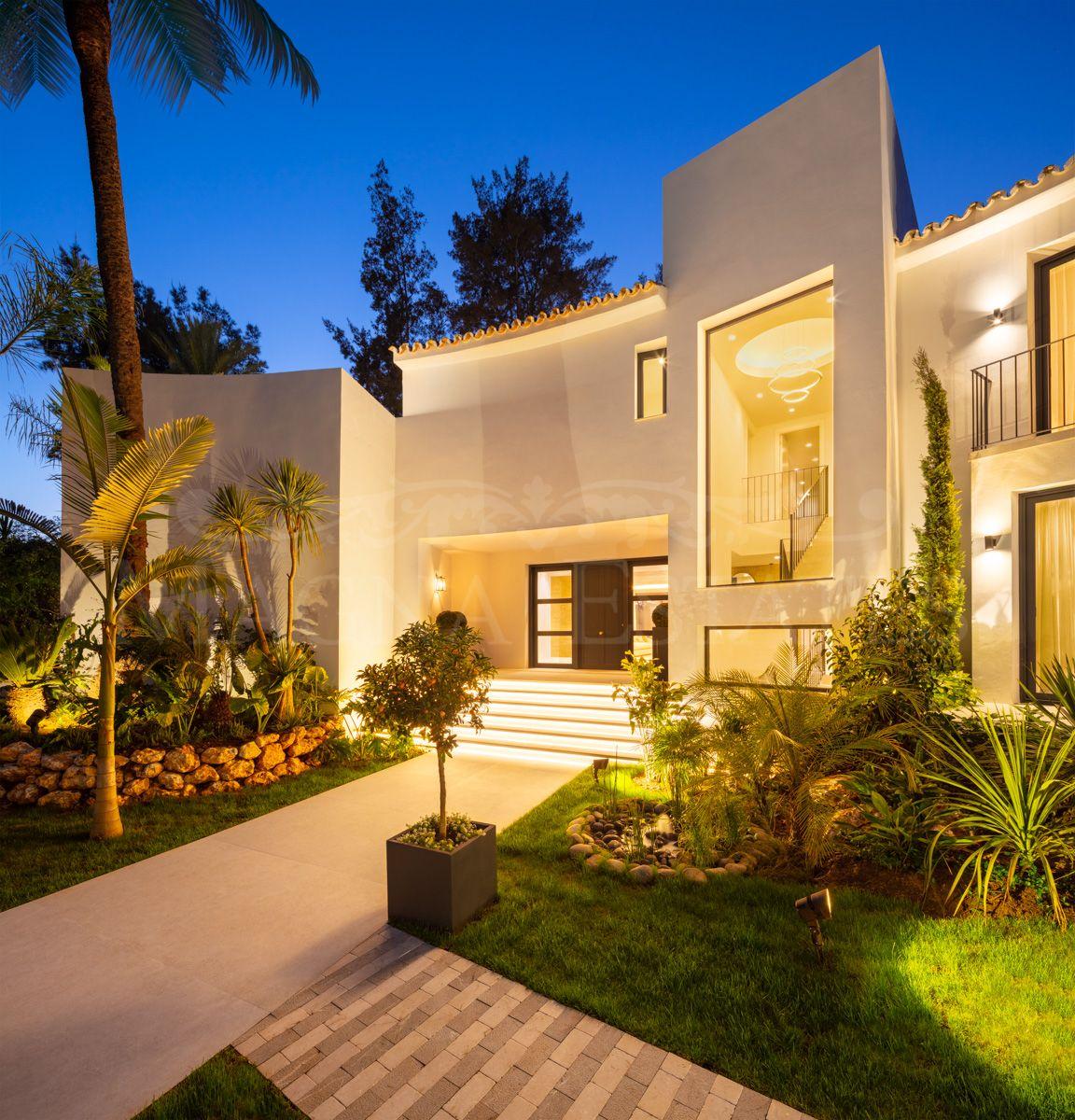 Villa on the edge of the Las Brisas golf course, in Nueva Andalucía, Marbella