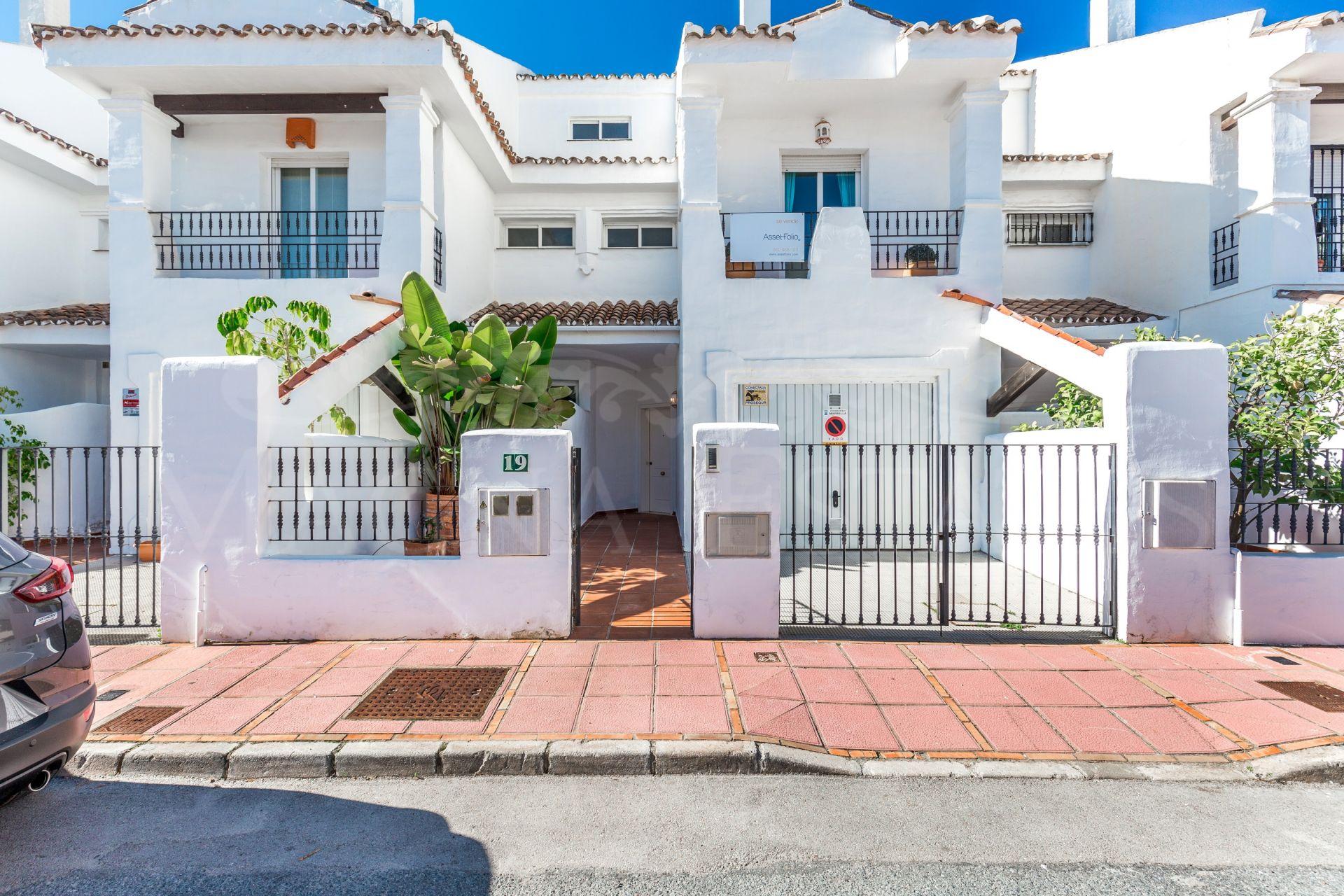 Townhouse in Los Naranjos de Marbella, next to Puerto Banús