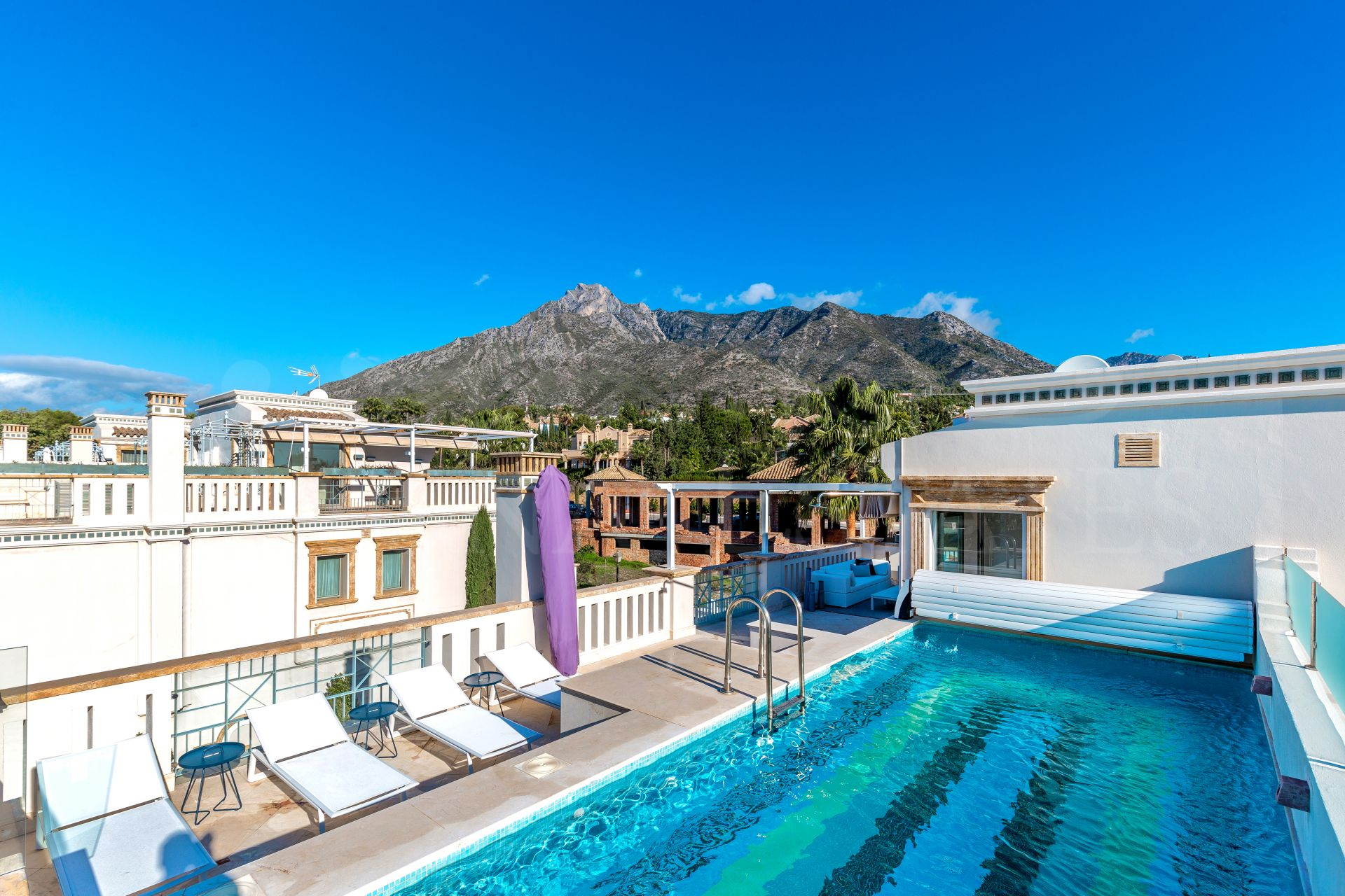 Luxurious and exclusive semi-detached villa in Sierra Blanca