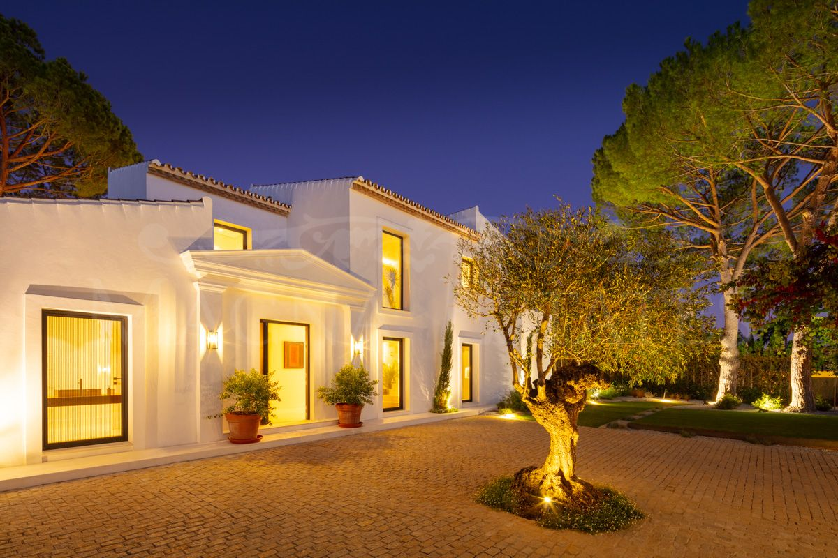 Fully renovated villa with large plot in Aloha Golf, Nueva Andalucía.