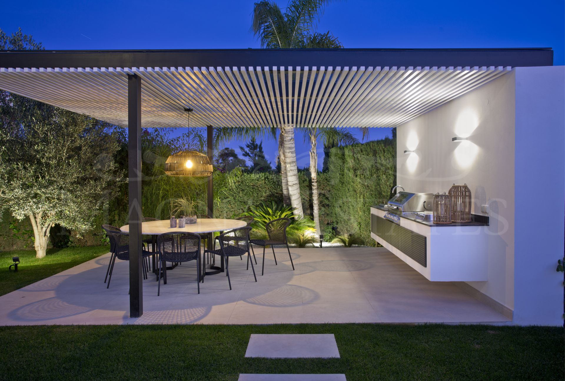 Beautiful and exclusive newly renovated villa in Nueva Andalucía