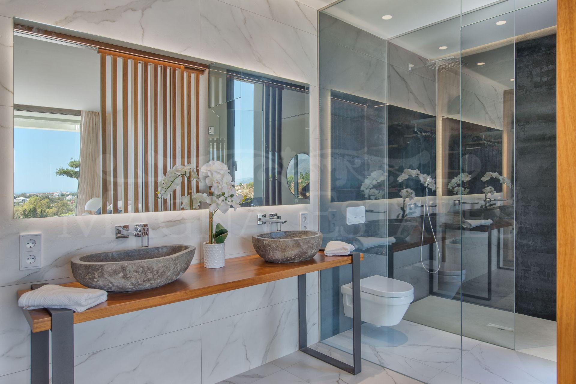 Apartamento bajo con jardín y piscina privada en Infinity, Mirador del Paraíso, Benahavís