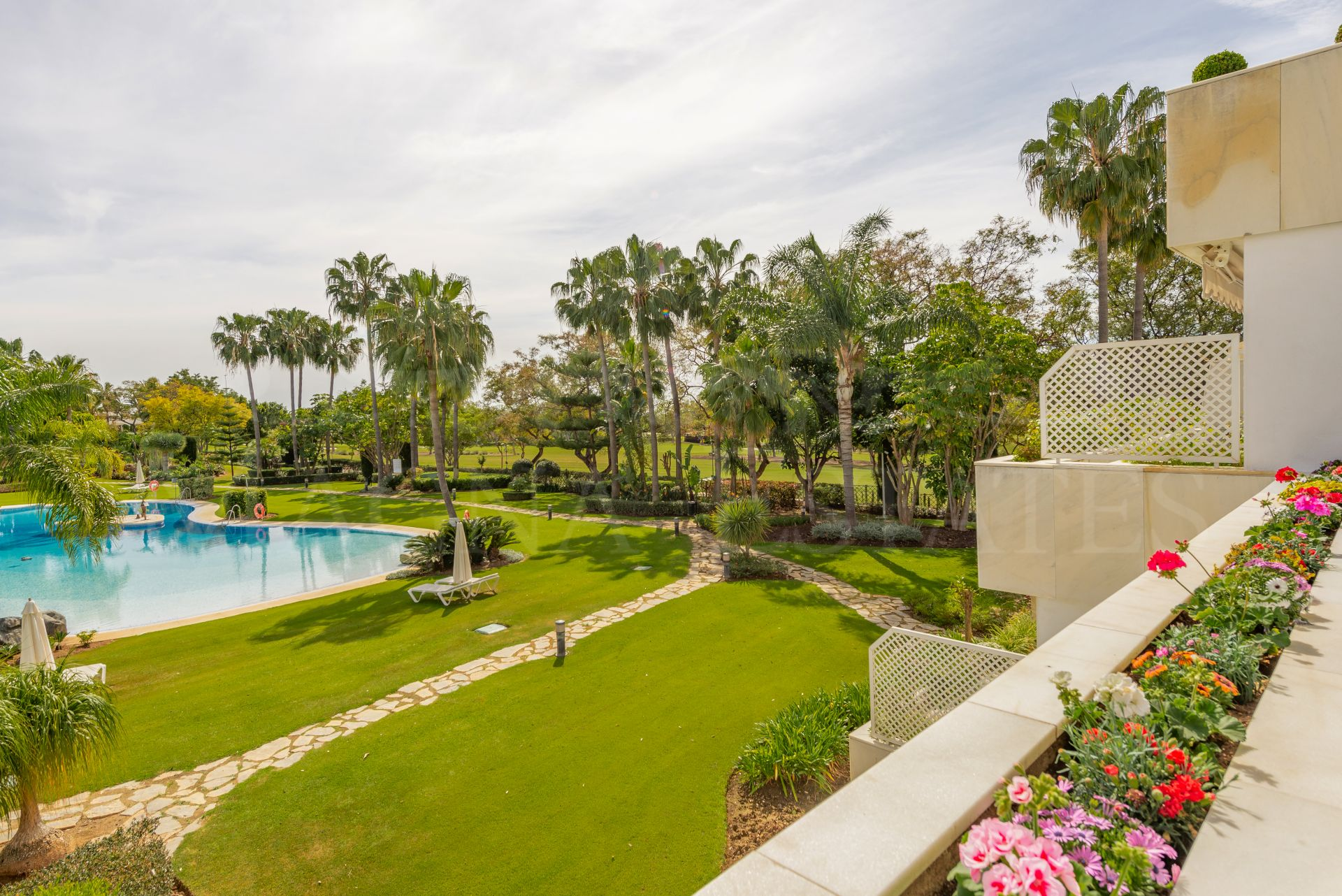 Renovated and furnished apartment in Los Granados Golf, Nueva Andalucía, Marbella