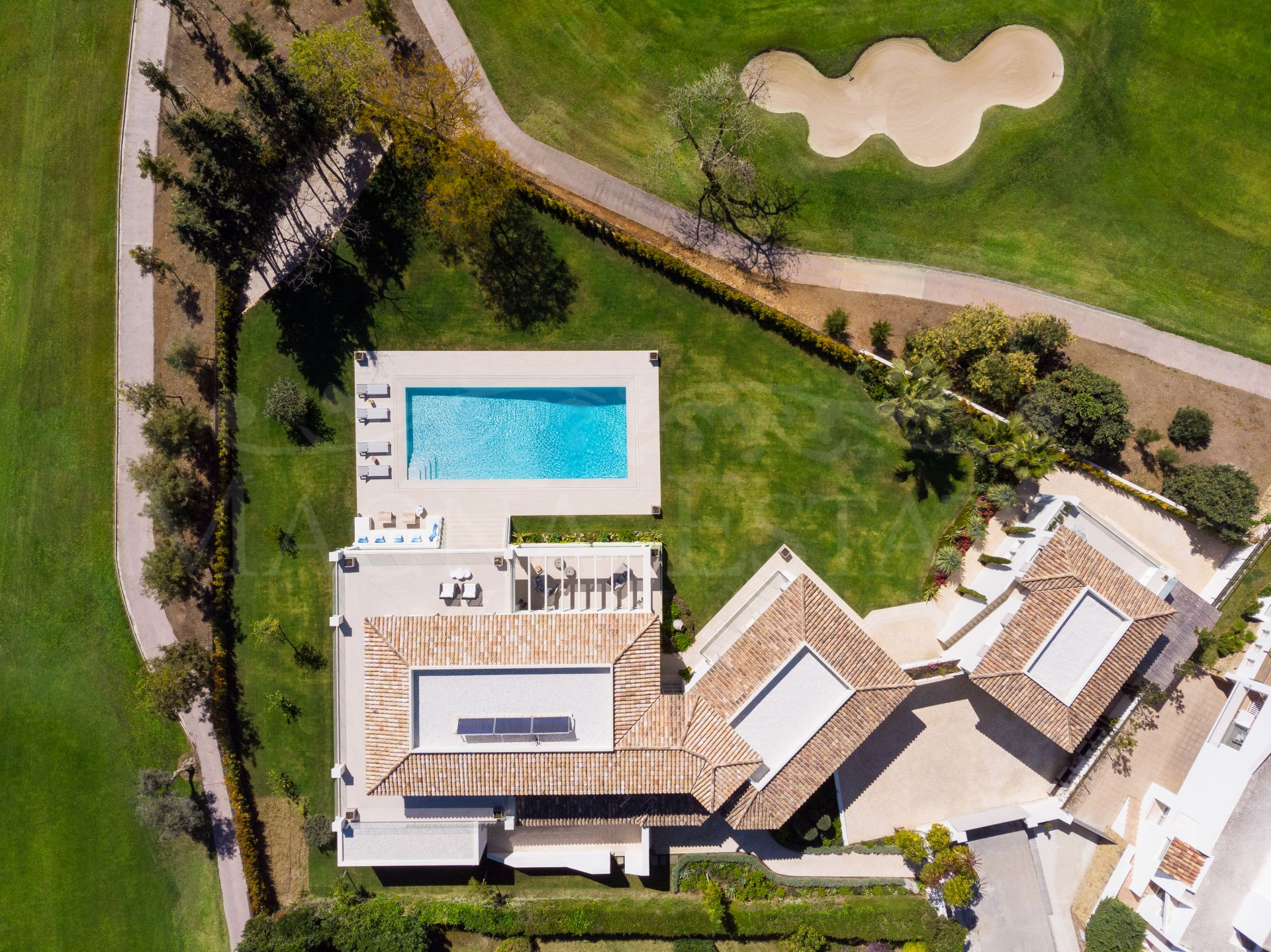 High level villa in gated community and Aloha front line golf.