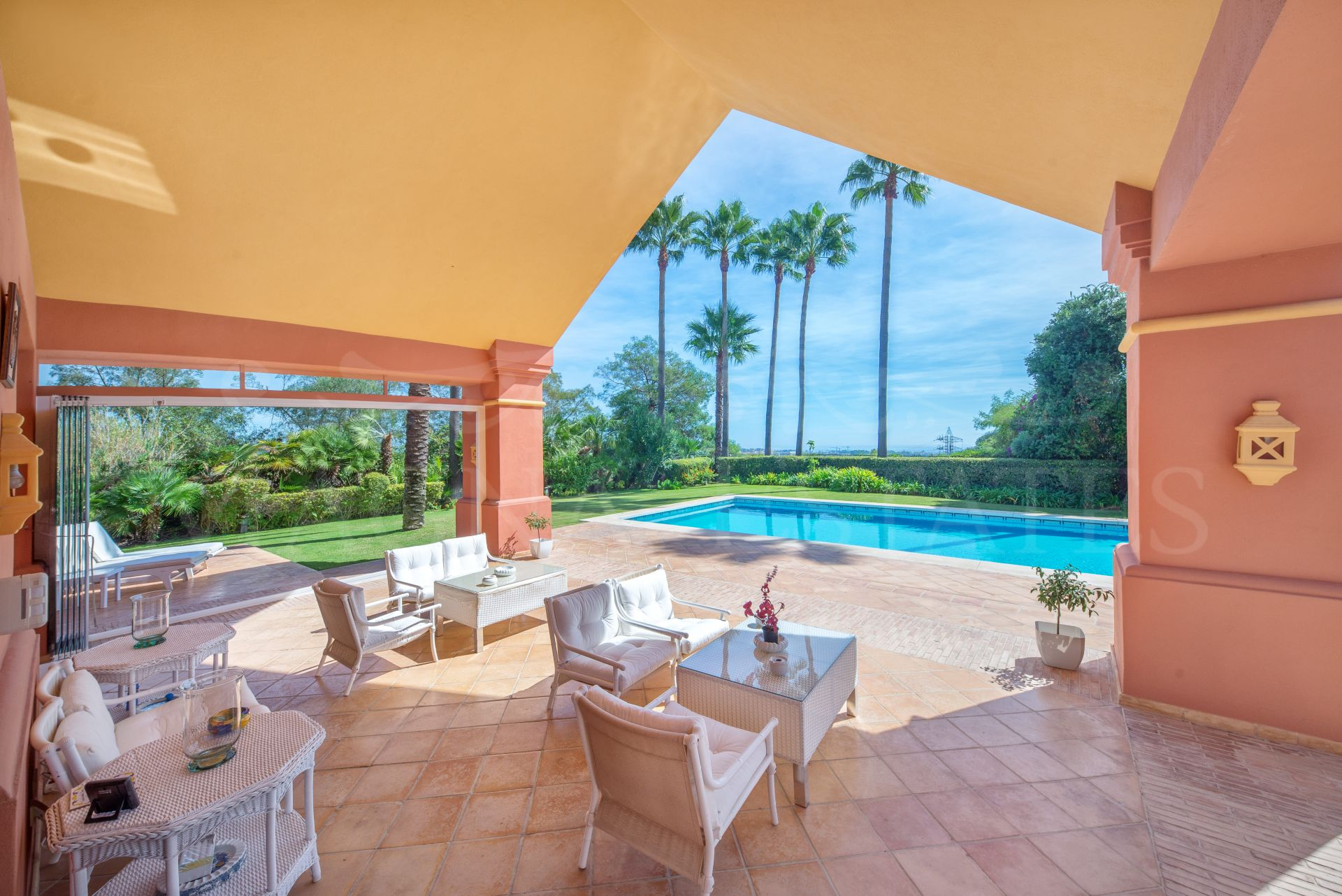 Unique villa with strong character and personality in La Quinta Golf, Benahavís