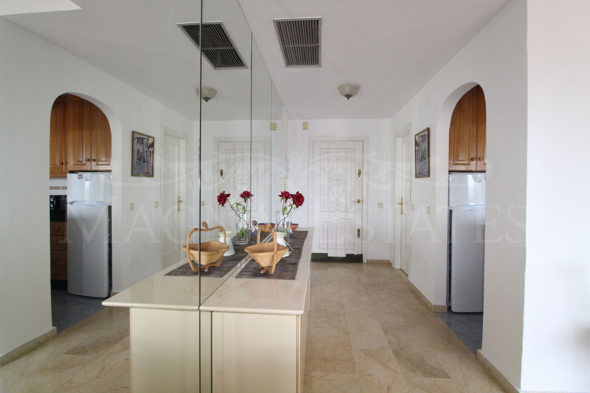 Holiday rental apartment in Puerto Banús, with sea views
