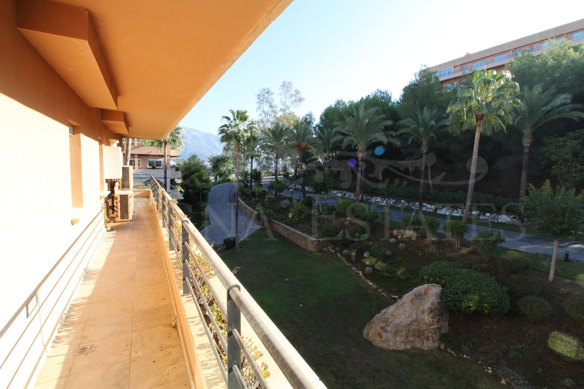 Apartment of 307 m2, 4 bedrooms and sea views in Magna Marbella