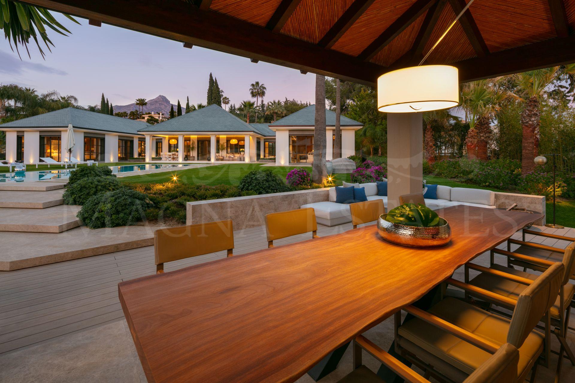 Lujosa y única villa al borde de Las Brisas Golf, Nueva Andalucía, Marbella