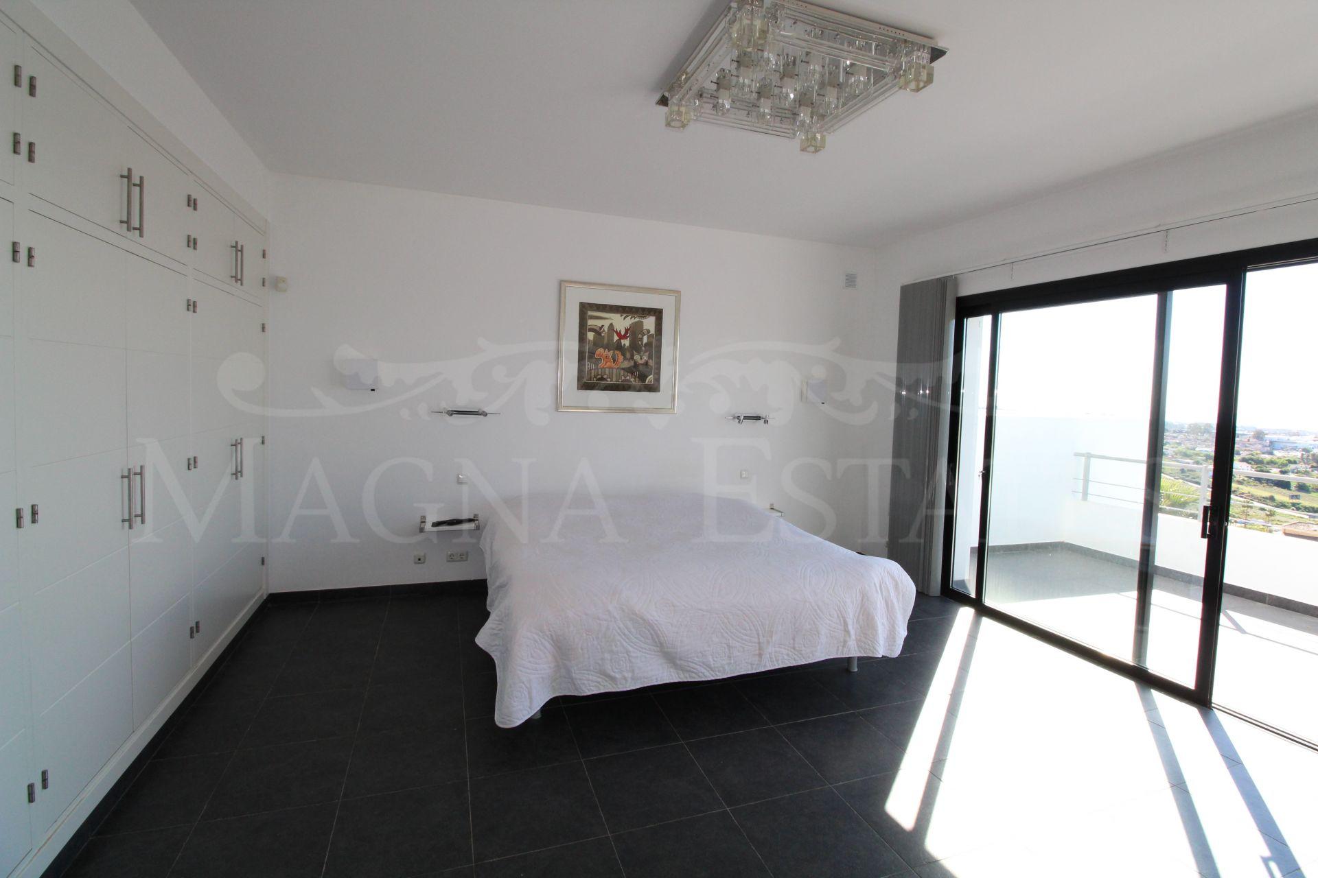 Spectacular villa with open views to the sea in Puerto El Capitán, Benahavís