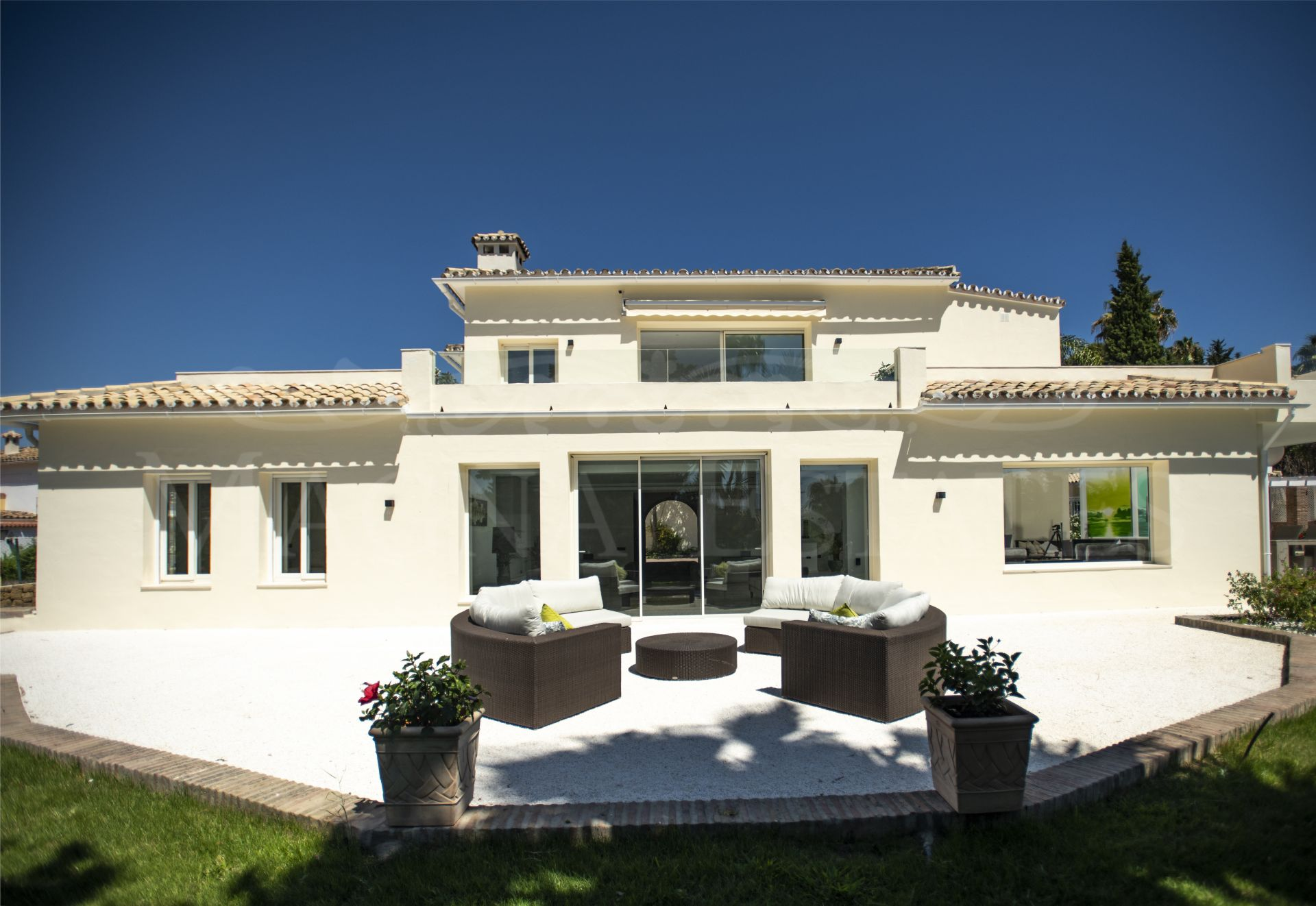 Spectacular villa completely renovated andalusian style in El Paraíso, Estepona