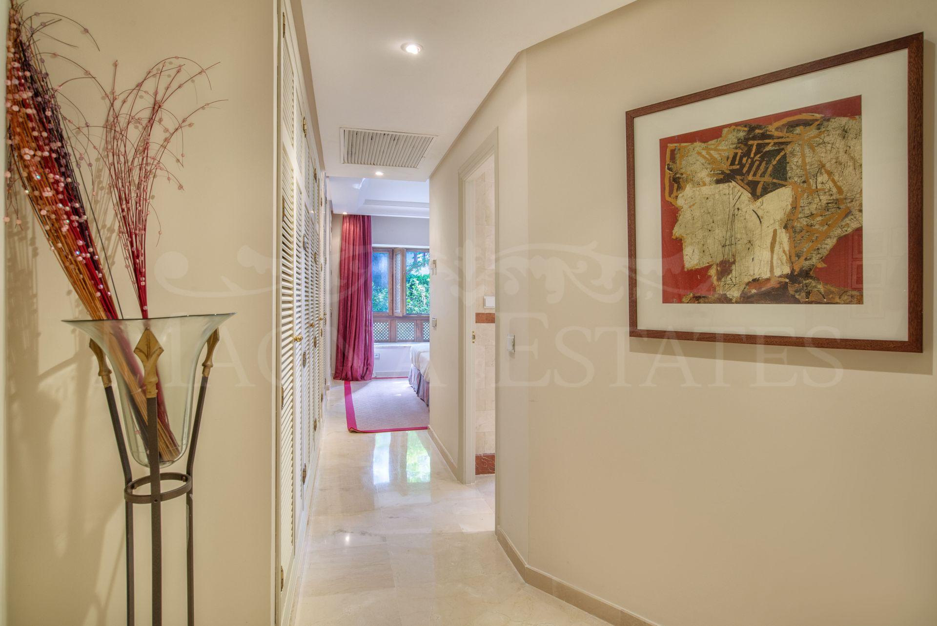 Ground floor apartment with 4 bedrooms, in Ventura del Mar, Puerto Banús