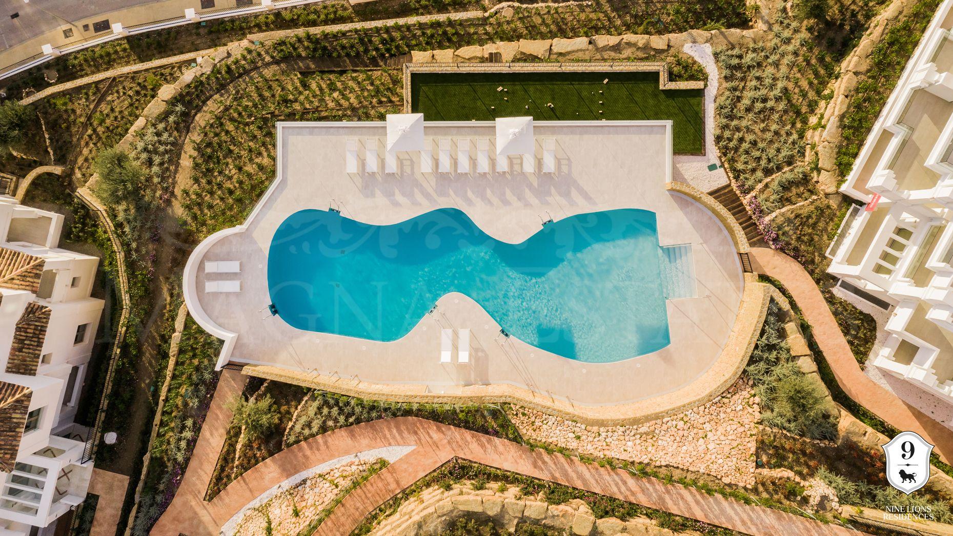 Espectacular apartamento de 3 dormitorios y 3 baños en Nueva Andalucía, Marbella, con vistas maravillosas al mar.