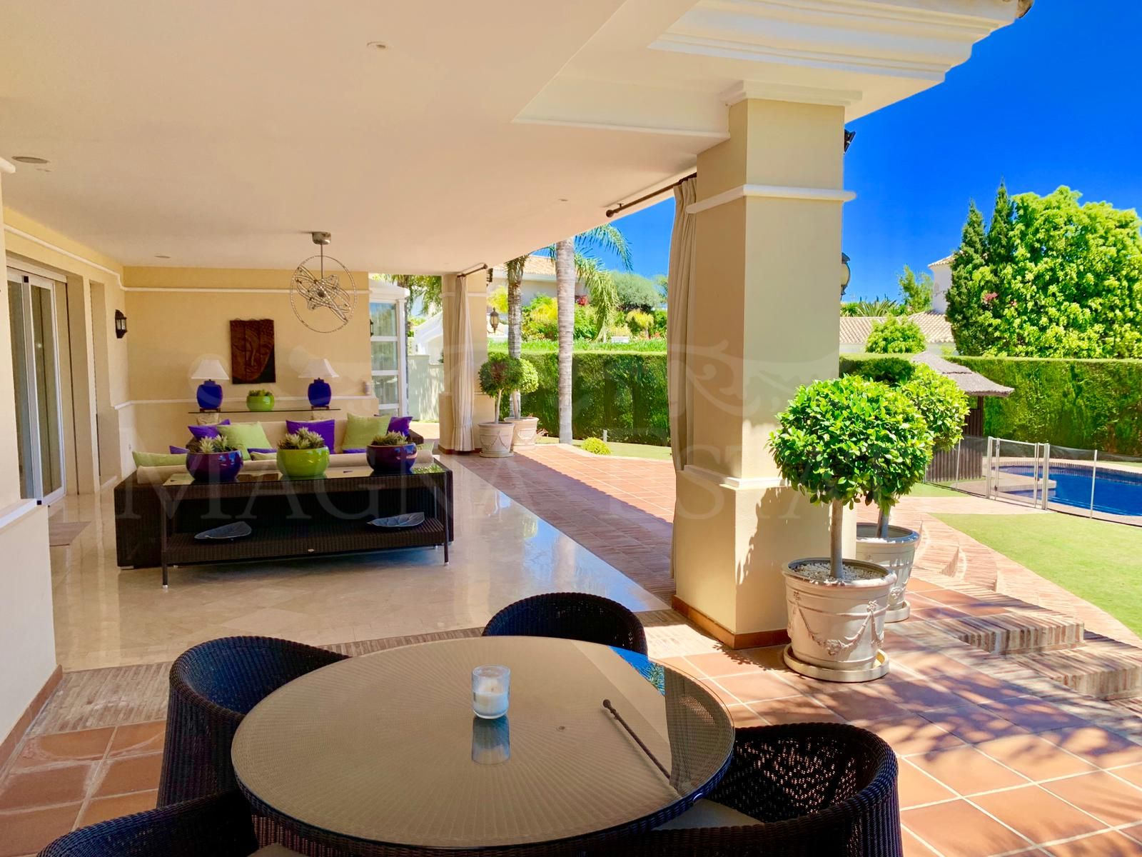 Lujosa y exclusiva villa clásica en La Cerquilla, Nueva Andalucía, Marbella