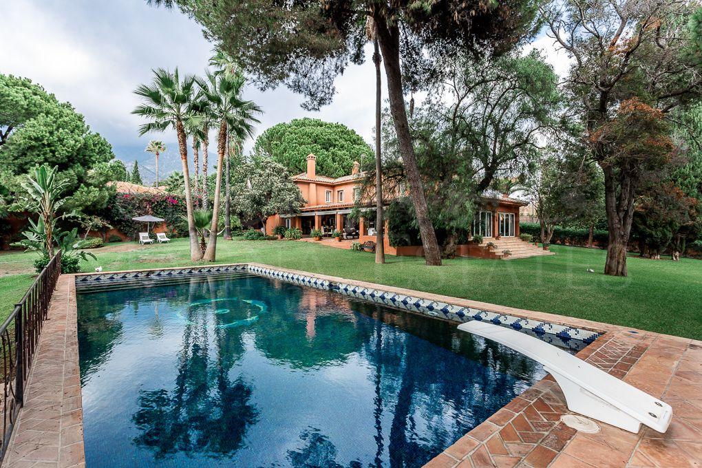 Stately villa on a large plot in Nagüeles, Marbella