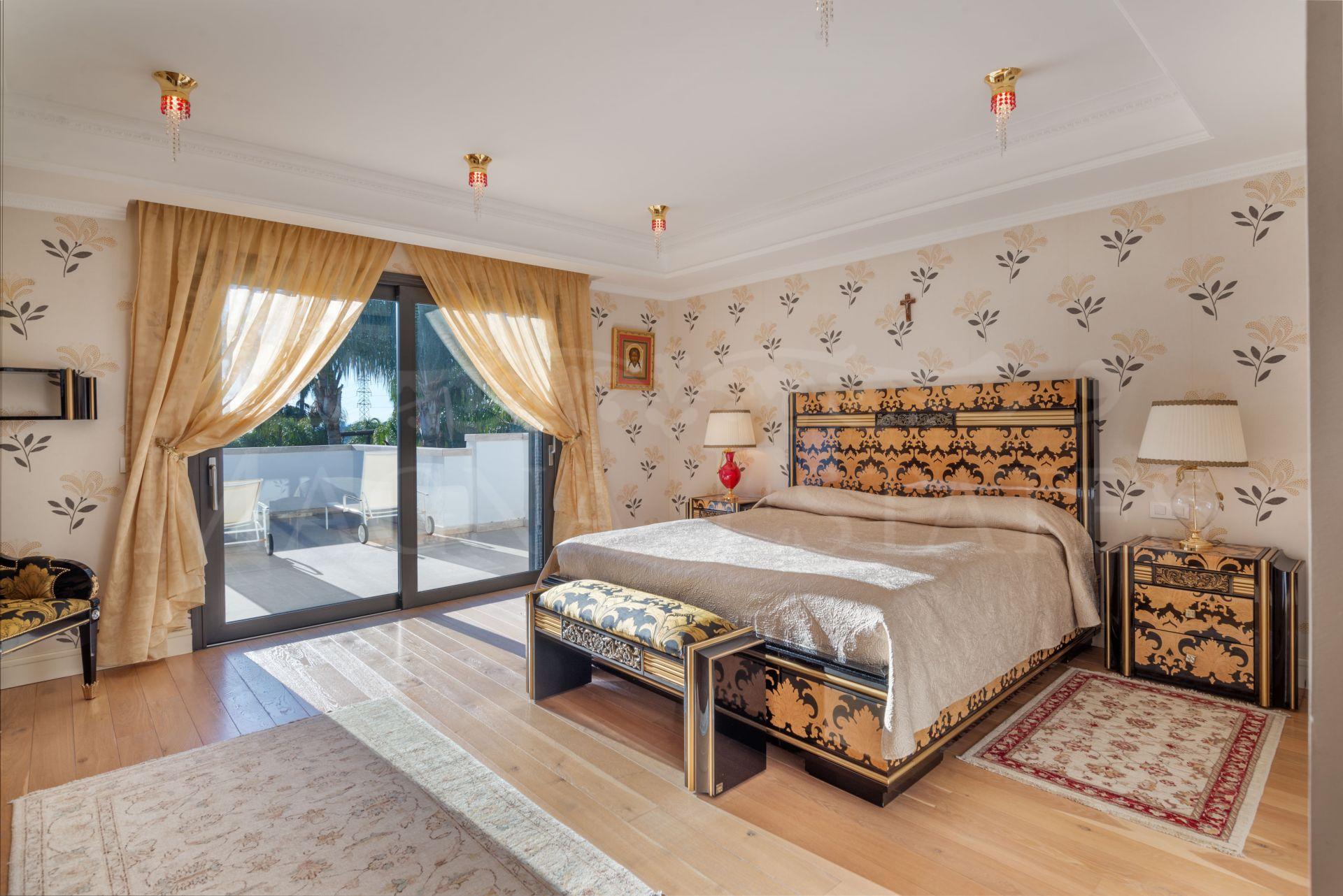Magnificent villa in the gated community of Lomas de Magna Marbella, in Golden Mile,