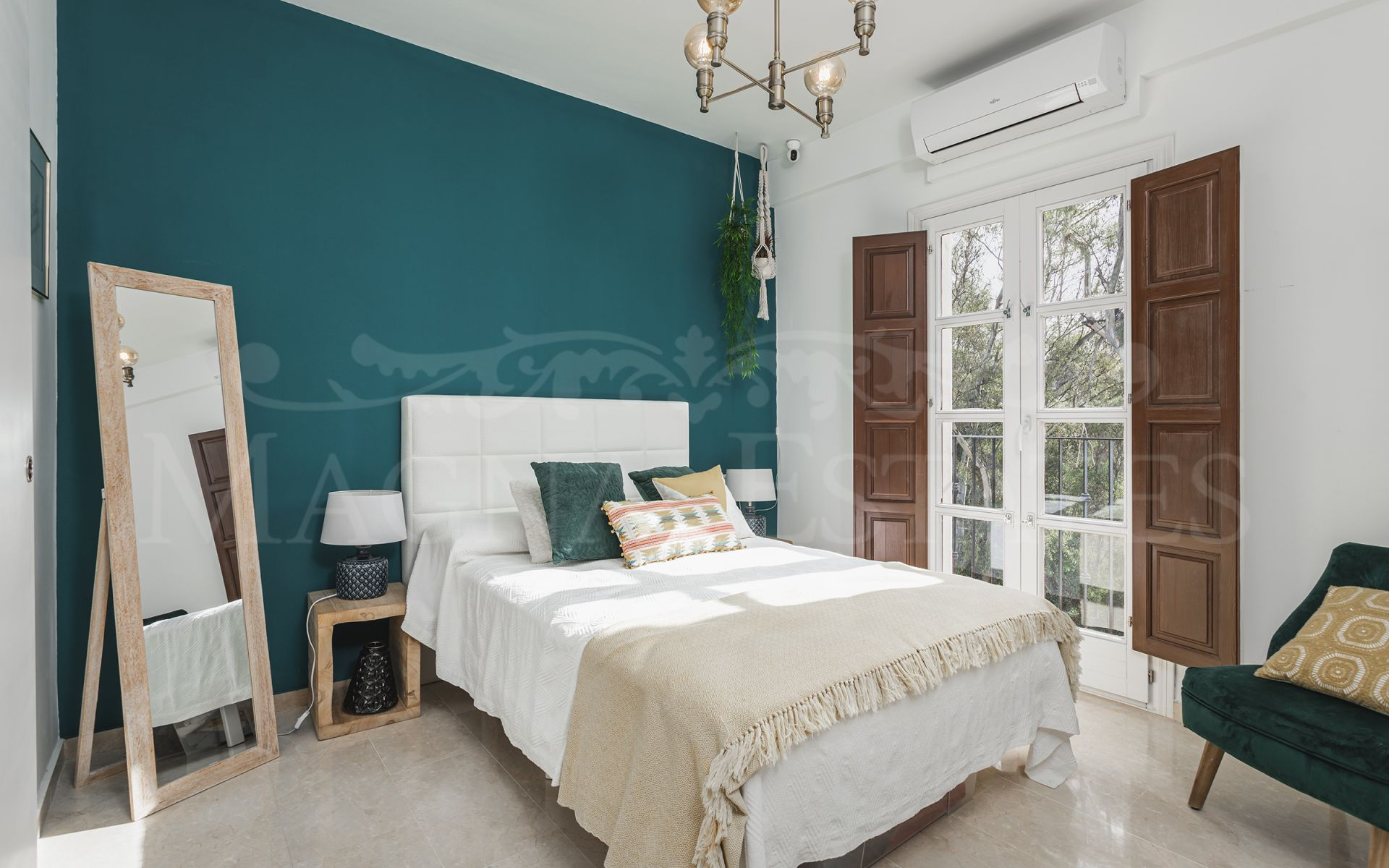 Fully renovated semi-detached house on the Golden Mile