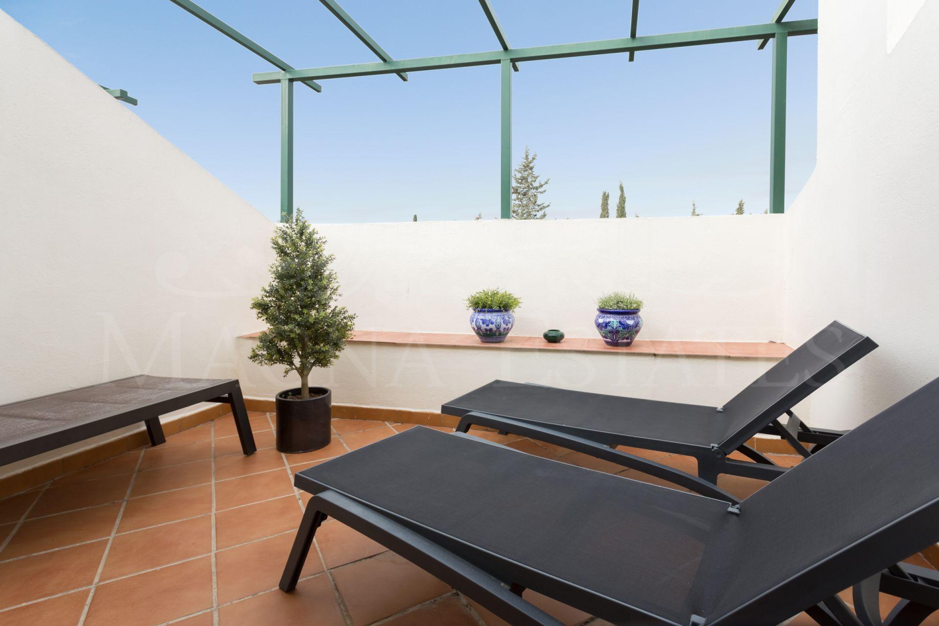 Duplex penthouse in Nueva Andalucía with sea views