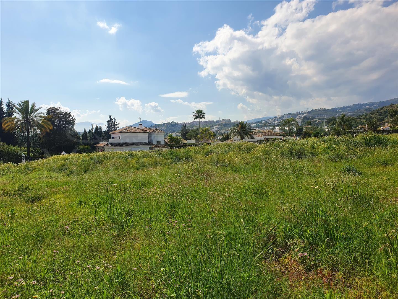 Plot for sale in Nueva Andalucía - Los Naranjos Golf