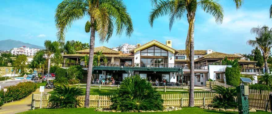 Penthouse  in Los Arqueros, Benahavis