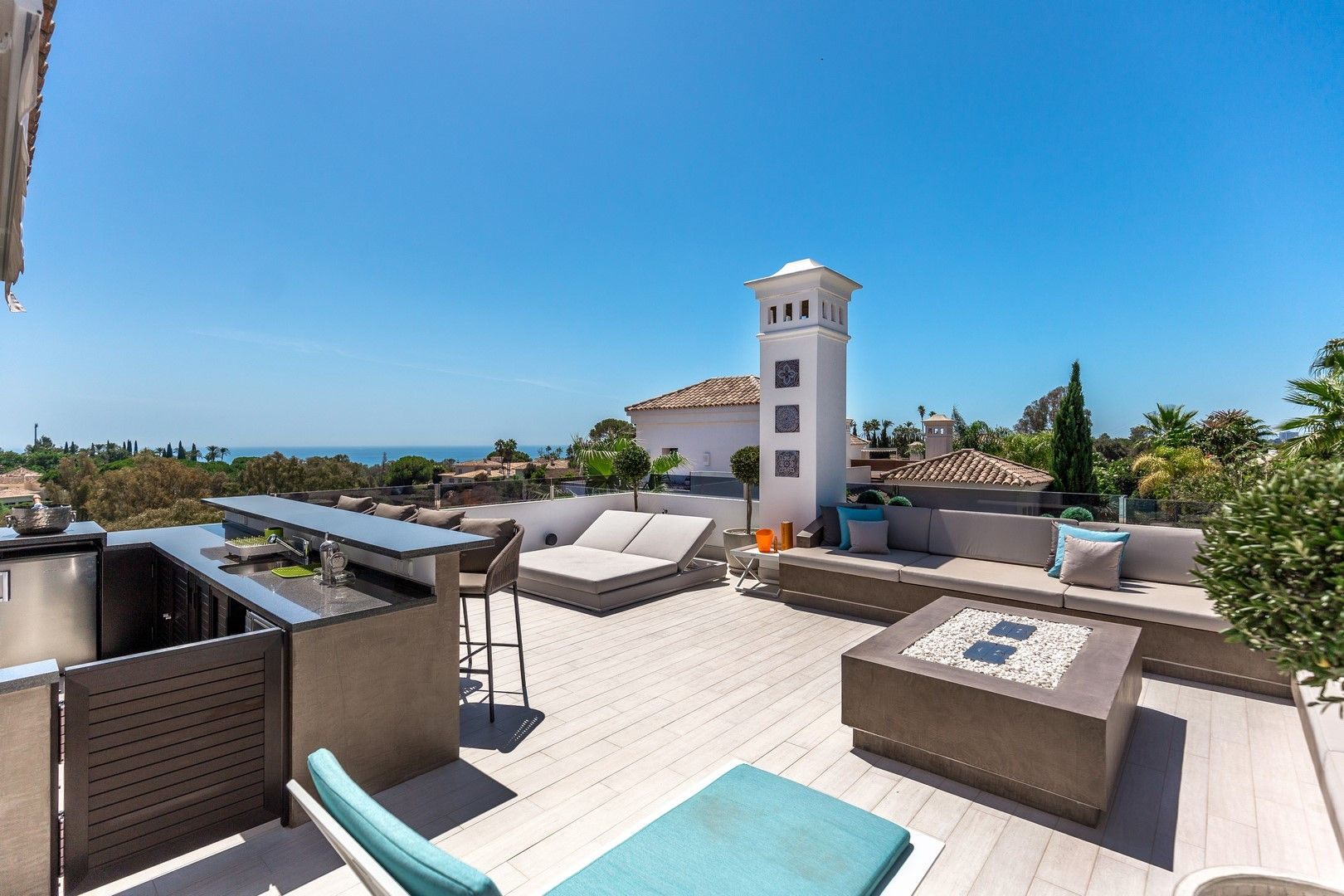 Modern villa with sea views for sale in Marbella Golden Mile