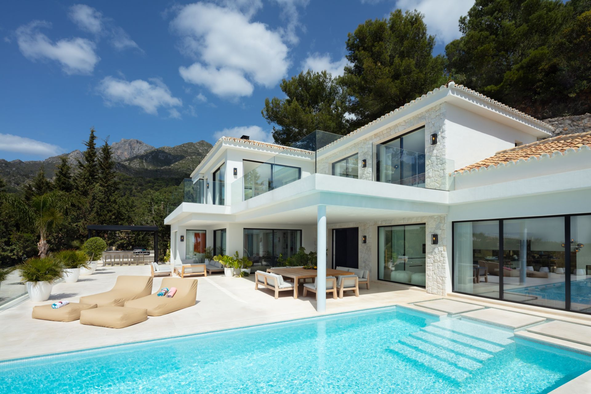 Villa  in Cascada de Camojan, Marbella Golden Mile, Marbella