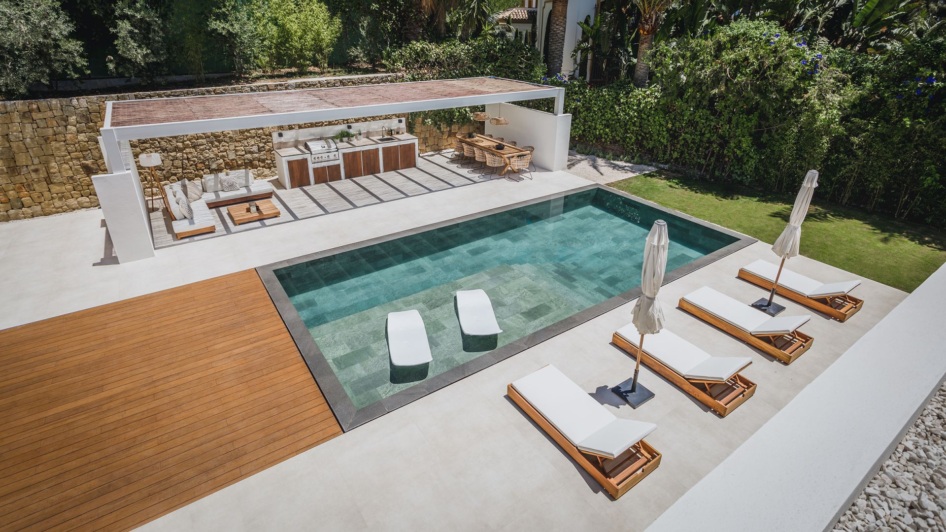 Villa  in La Cerquilla, Nueva Andalucia, Marbella