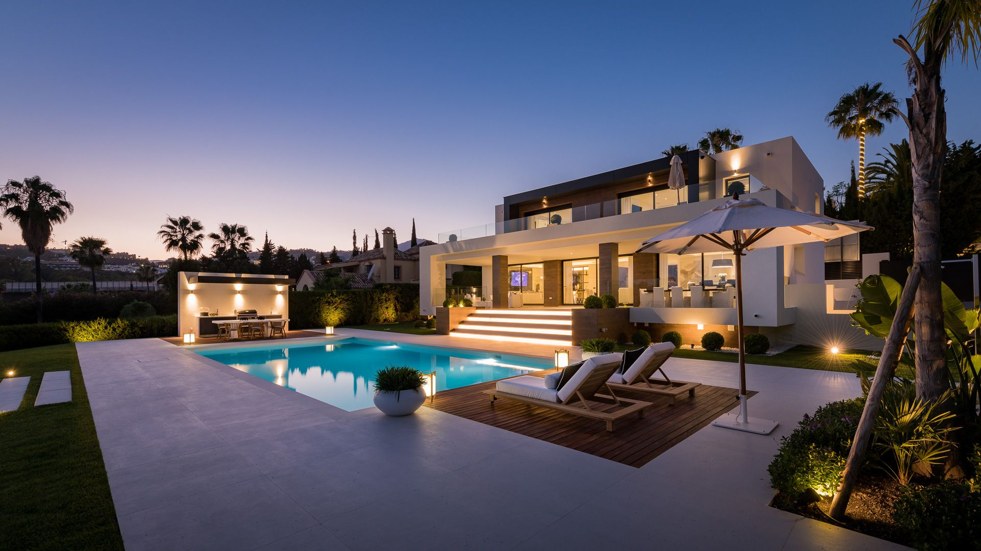 Spectacular modern designer villa in a privileged setting frontline Los Naranjos golf