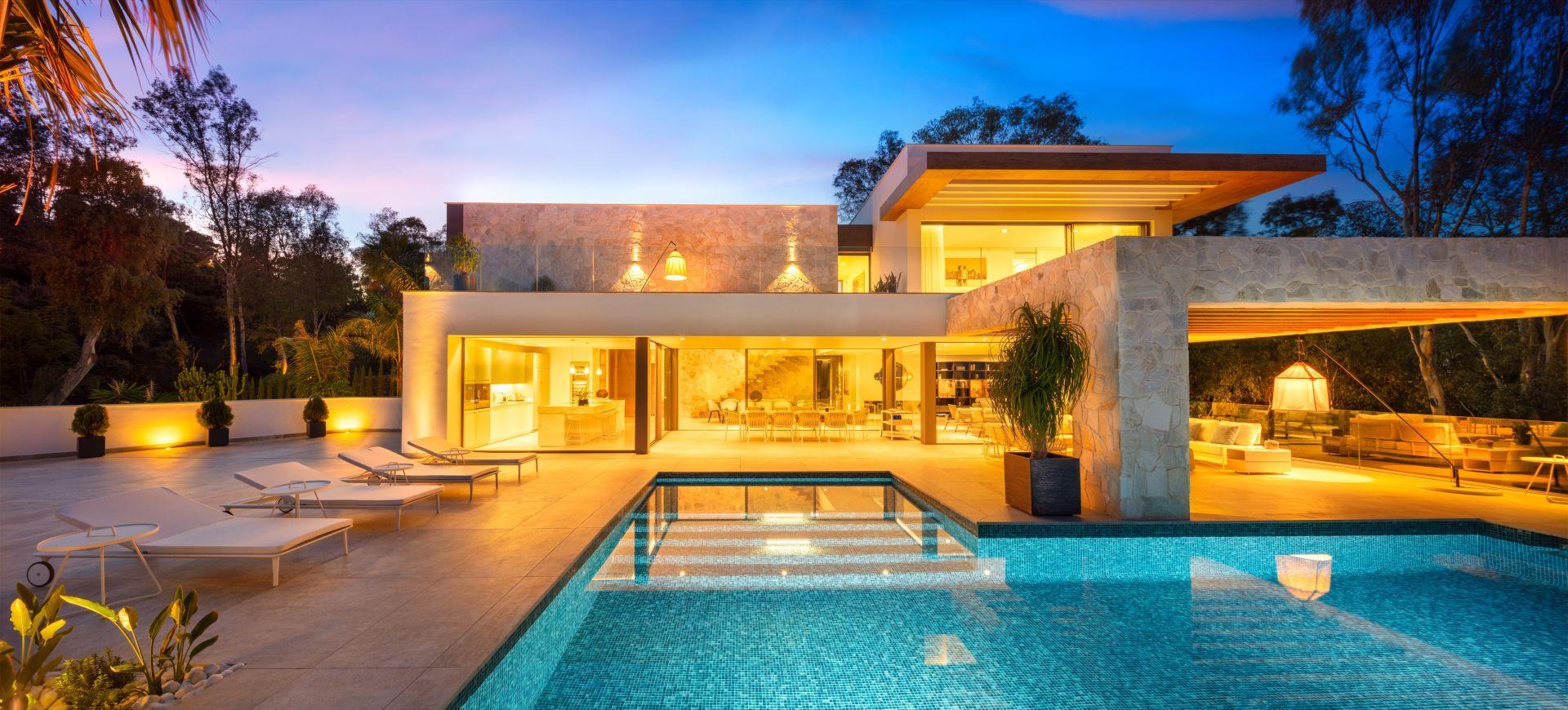 Villa for sale in El Herrojo, Benahavis