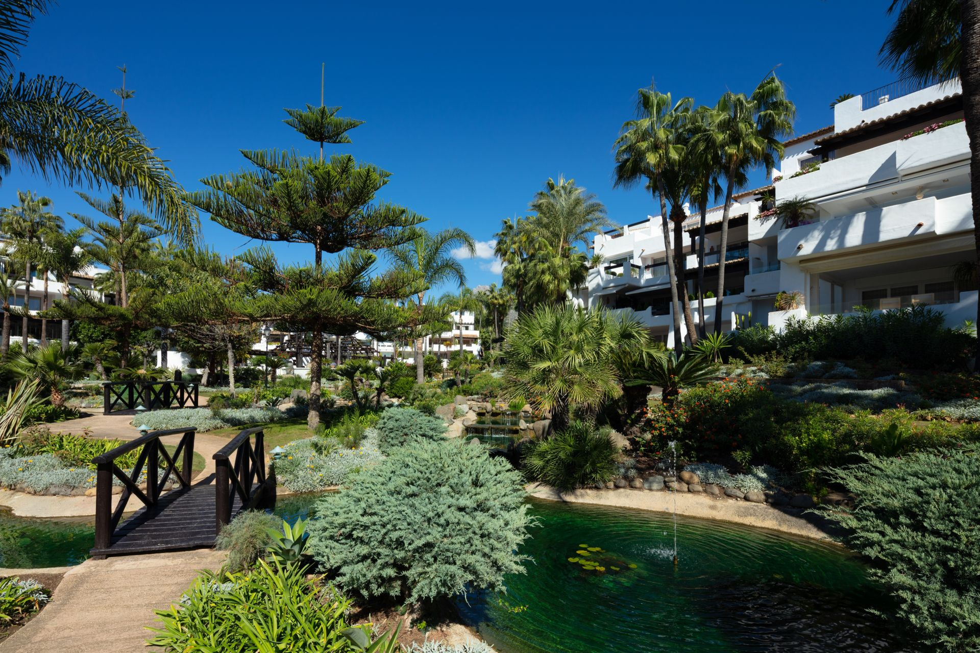 Apartment  in Puente Romano, Marbella Golden Mile, Marbella