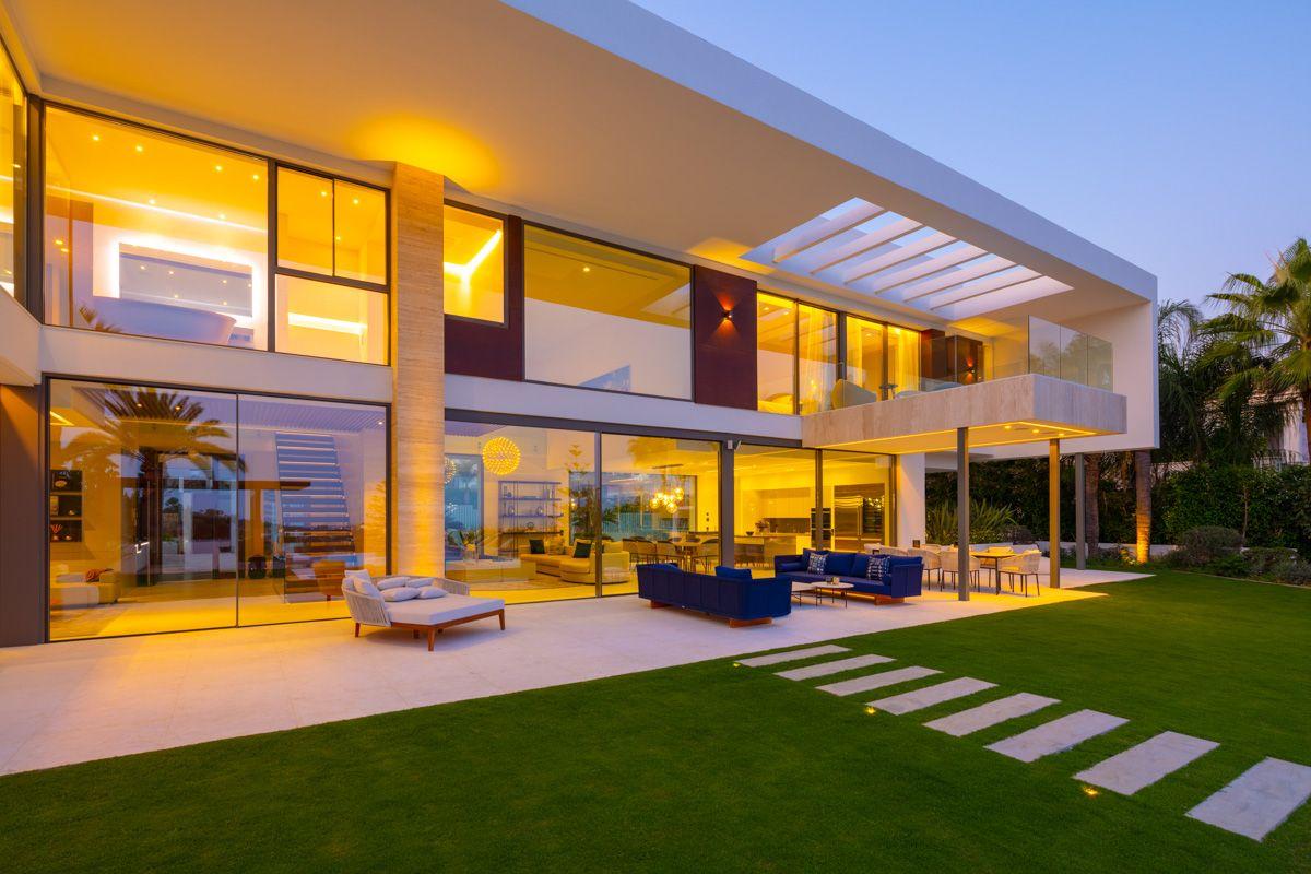 Villa for rent in La Cerquilla, Nueva Andalucia, Marbella