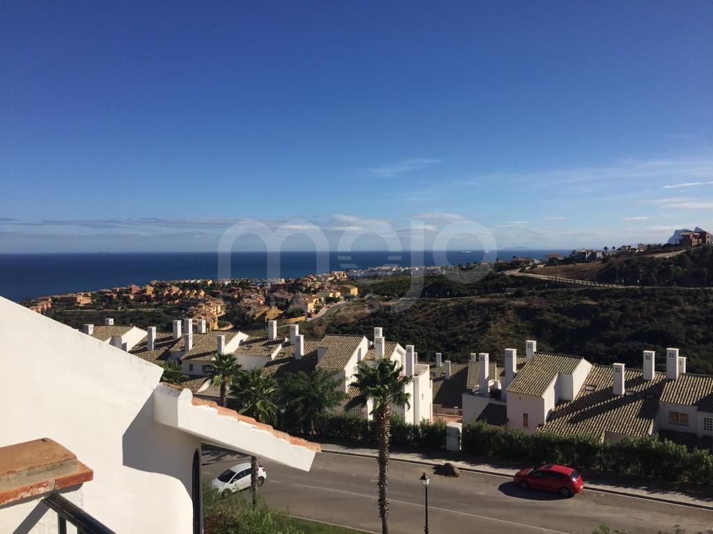 Quality townhouse in Alcaidesa with stunning Gibraltar, sea and golf views
