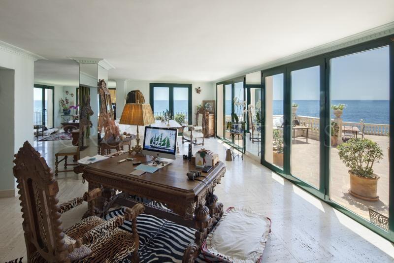 Unique Villa frontline beach