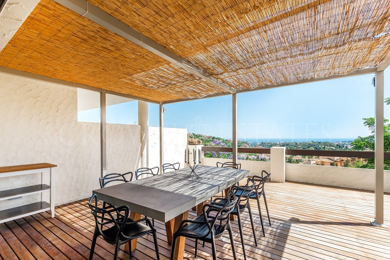 Modern apartment in Benahavis