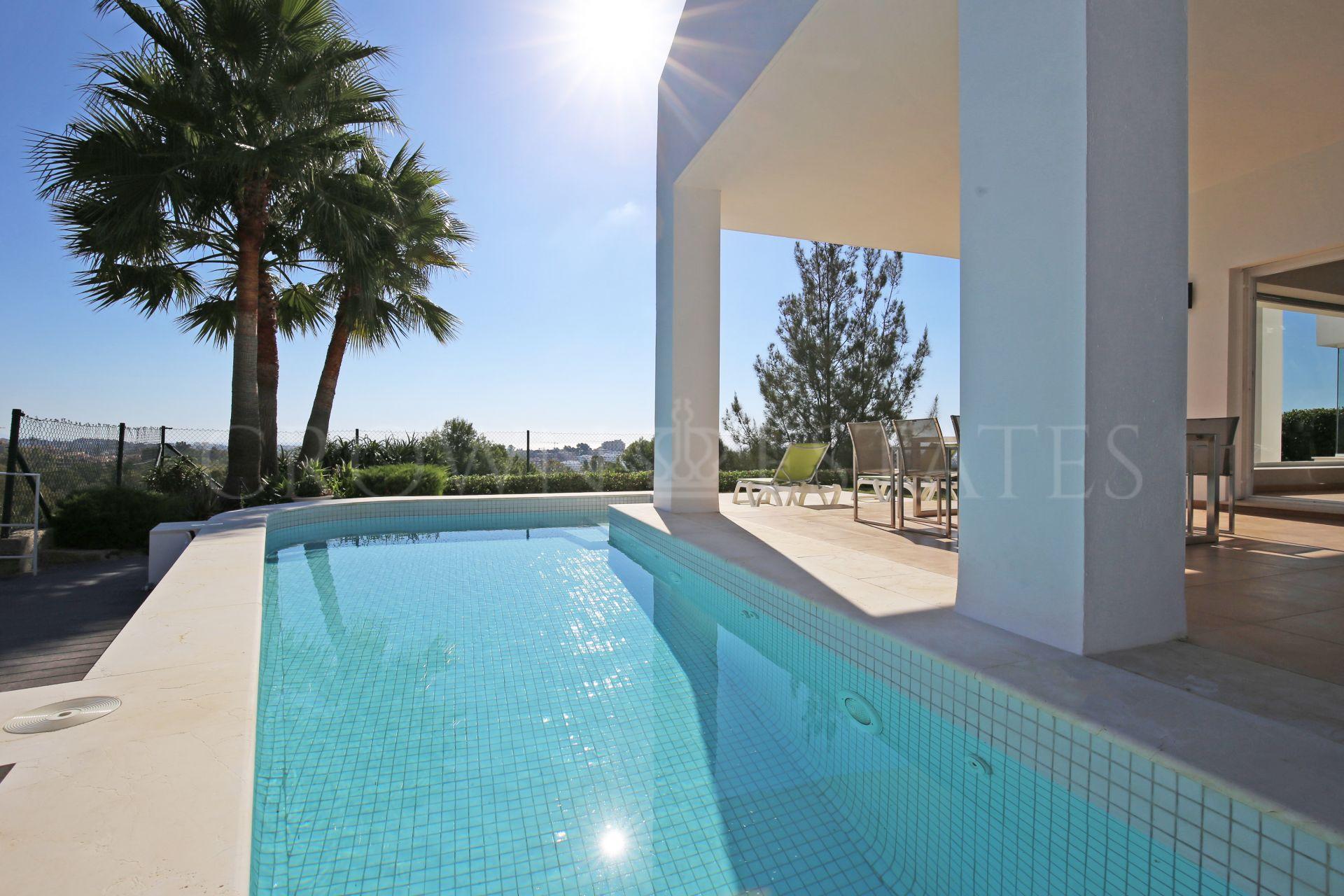 Villa for sale in La Alqueria, Benahavis