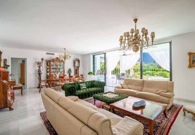 Villa for sale in Las Chapas, Marbella East
