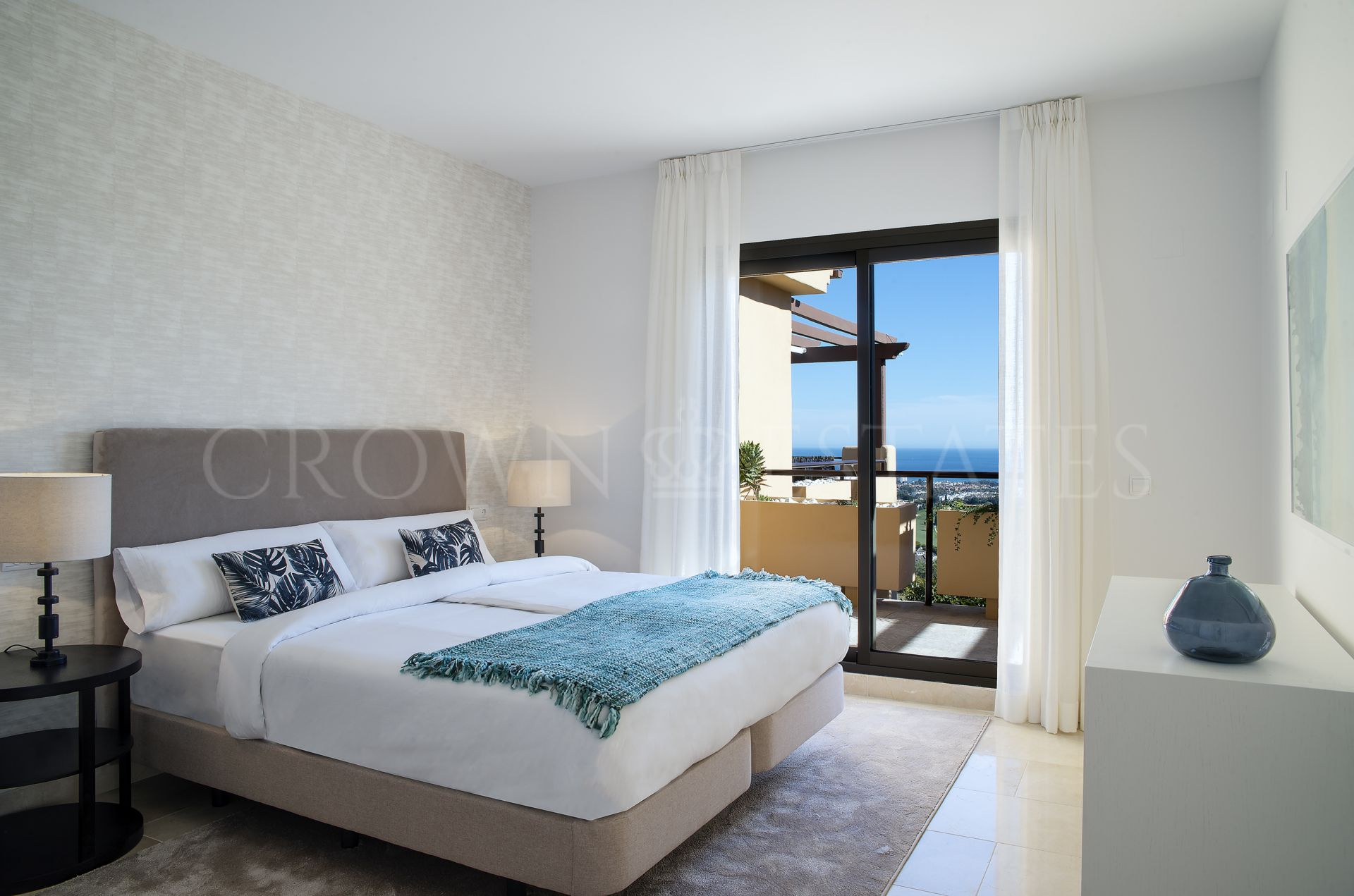 Ready to move in modern apartments in Benahavis