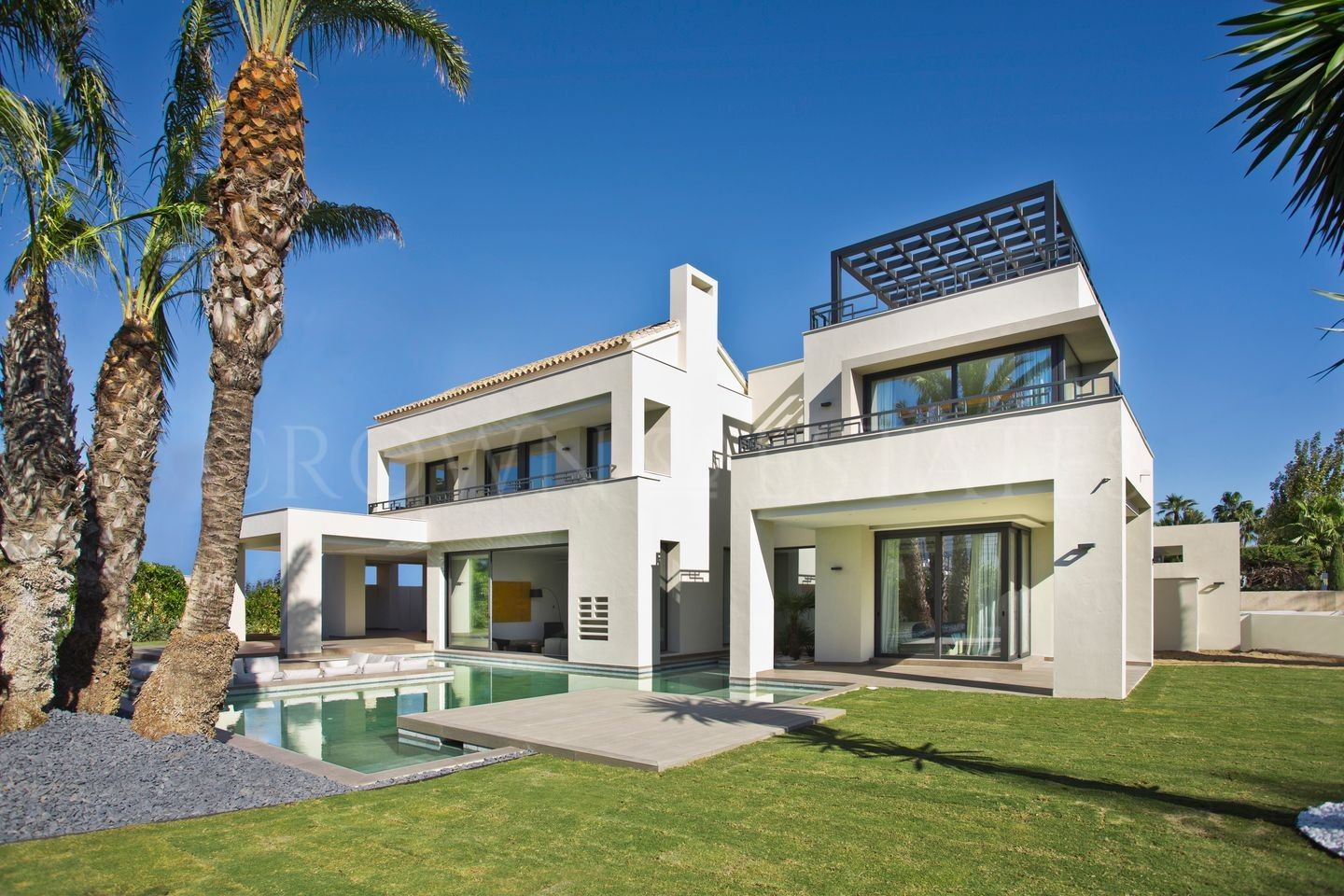 Fantastic New Vlla Few Steps Away From the Sea
