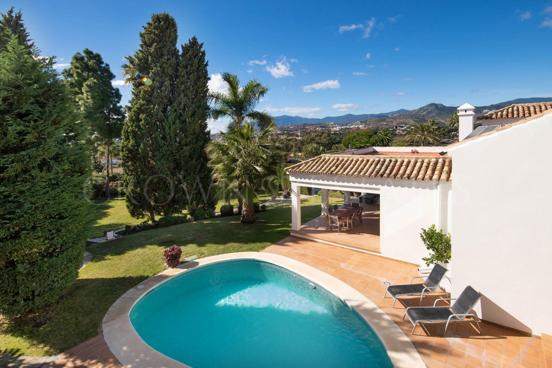 Cosy family villa in excellent location .