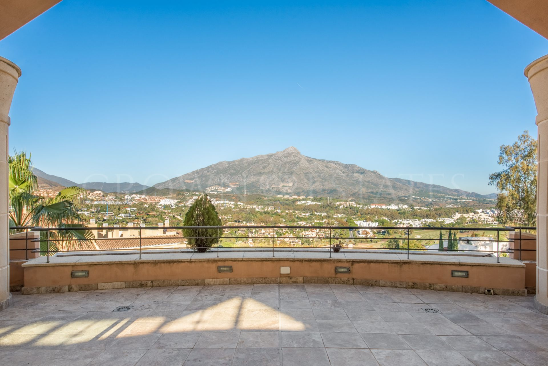 Duplex Penthouse for sale in Magna Marbella, Nueva Andalucia