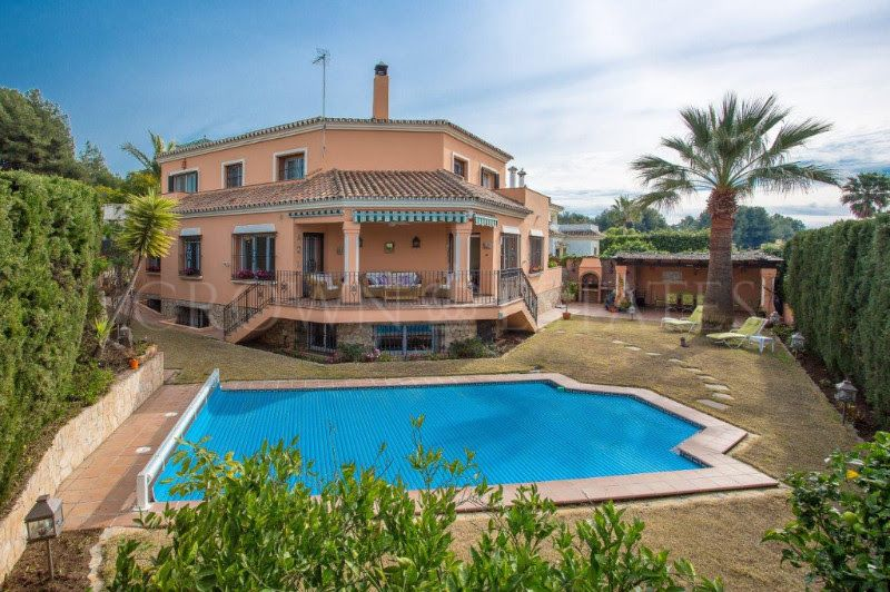 Large family villa situated in Nueva Andalucia