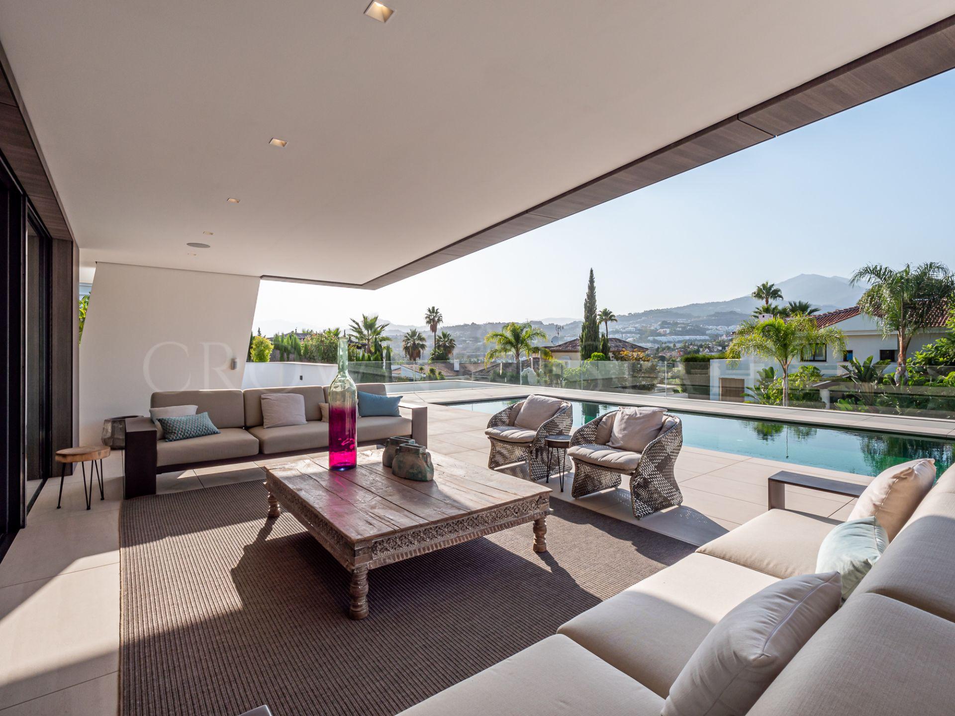 Villa for sale in Los Naranjos, Nueva Andalucia