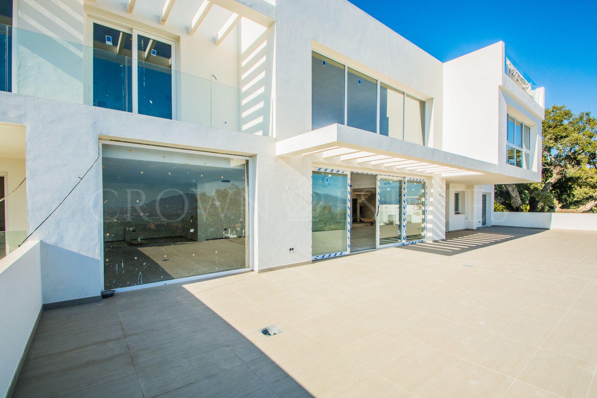 Villa for sale in La Mairena, Marbella East