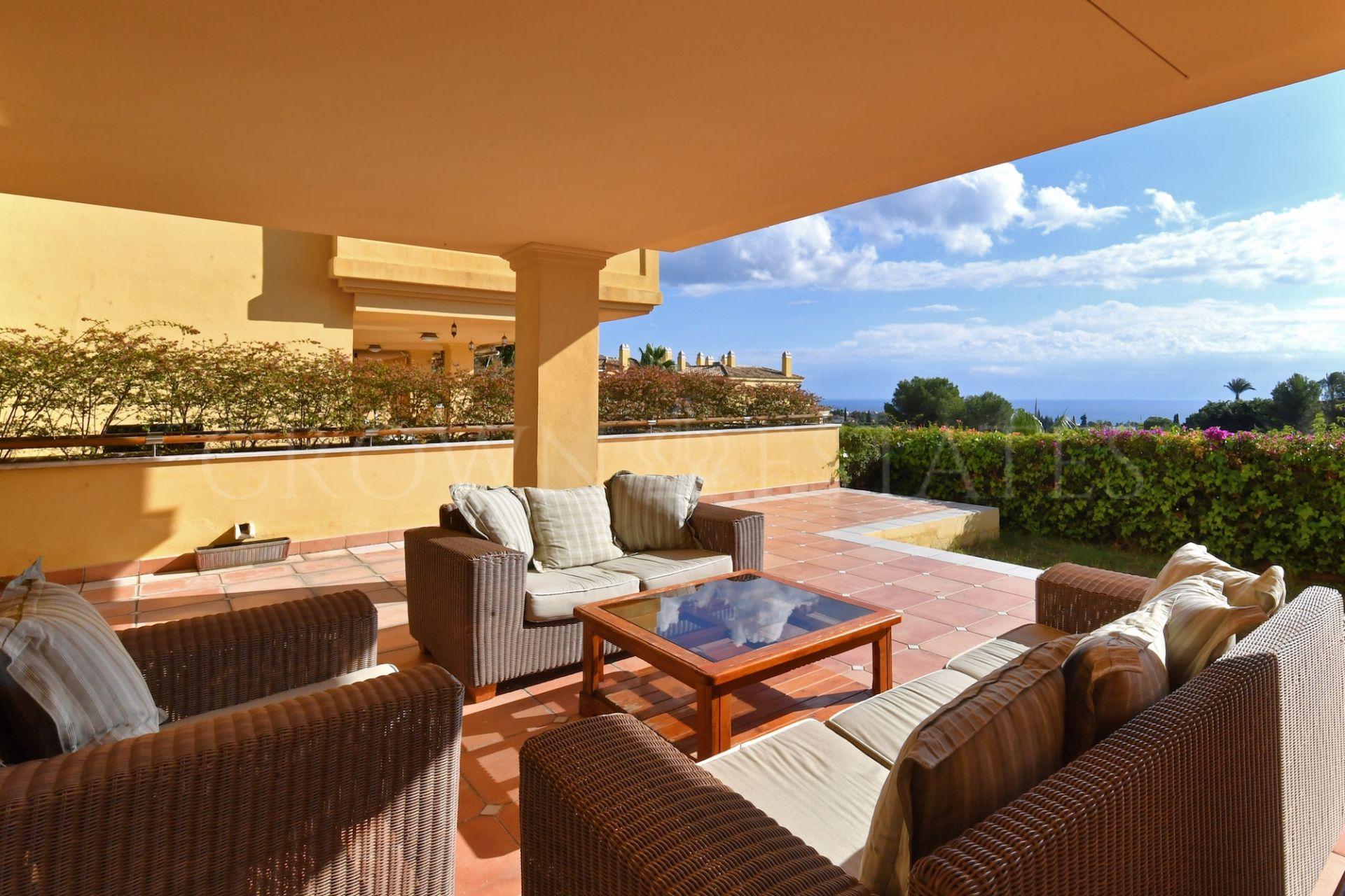 Great ground floor apartment with fantastic sea views.