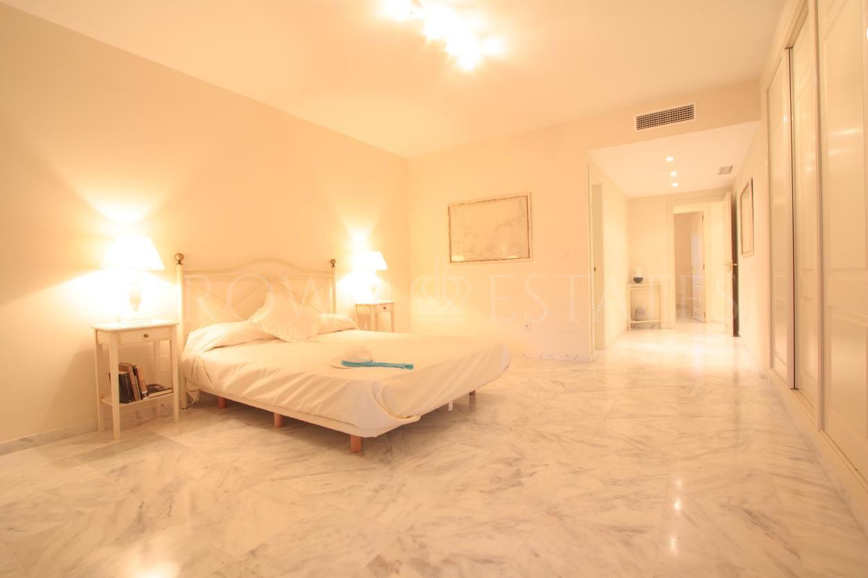 Spacious beachside apartment next to the best beaches of Marbella.