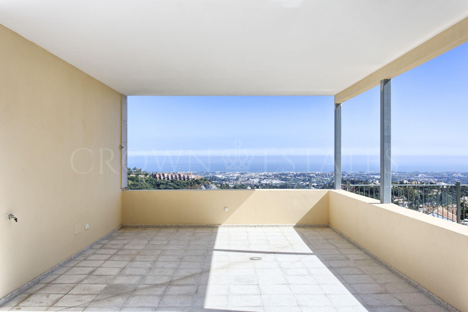 Villa for sale in Los Arqueros, Benahavis