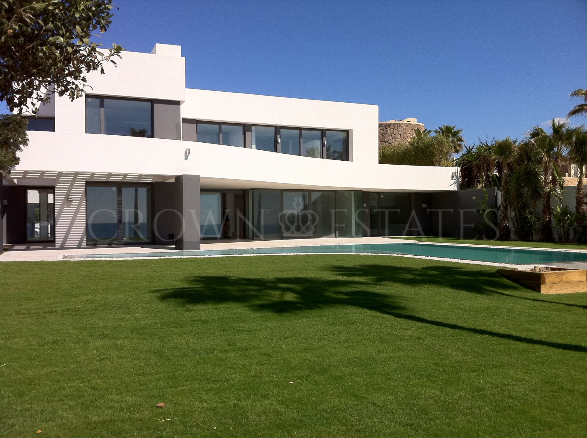 Modern Villa Front Line Beach