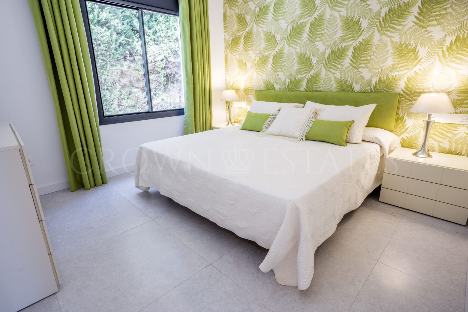 Modern Villa in Nueva Andalucía!
